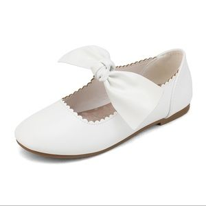 Girl white flat shoes with bow